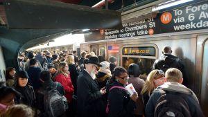 Människor i metron i New York