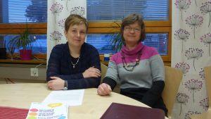 Annette Ström (t.v.) och Anna Kronberg informerade om invandrarprojektet i Raseborg.