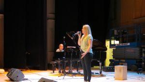 Det första  elevframträdandet i Schaumansalen med publik
