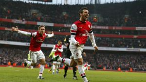 Santi Cazorla firar ett mål mot Aston Villa