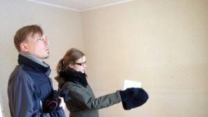 Tomi Lassi och Anni Välikangas var på visning i ett äldre egnahemshus i Borgå i eftermiddags.