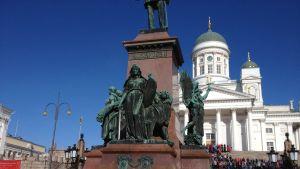 Runebergs staty med lex i förgrunden
