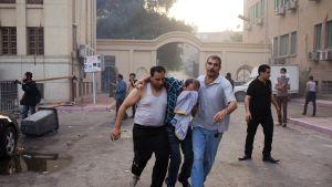 Slagsmål mellan kristna och muslimer i Kairo