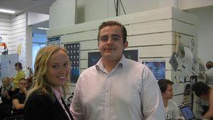 Studerandena Isabella Seege och Max Nurmi är båda nöjda med innovationsutbildningen.