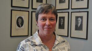 Rektor Monica Johansson: Det är oartigt att använda telefonen under lektionen!