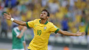 Neymar firar ett mål i Confederations Cup.