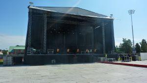 Förberedelserna går bra på Centralplan i jakobstad inför kvällens konsert.