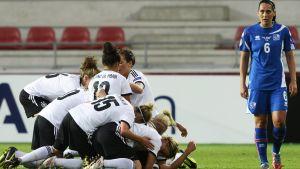 Tyskland firar 1-0 mot Island.