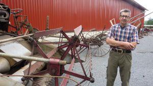 Filip Karlsson ställer ut lantbruksprylar i mängder.