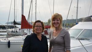 D-Marin sköter om gästhamnen i Dalsbruk. På bilden Helena Guseff och Seidi Lindroos.
