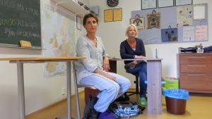 Specialsjuksköterska Sara Sundqvist och speciallärare Sari Forslund vid Resursskolan Ankaret i Jakobstad