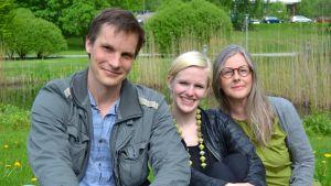 Regissören Martin Bahne , skådespelare Sofia Heikkiä och författaren Annina Enckel