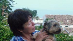 Susanne Kamu med hunden Clara