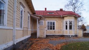 Det Carpelanska huset ligger öde i höstrusket, men här kan barn och seniorer komma att umgås i framtiden.