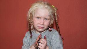 Polisens bild på flickan som misstänks vara bortrövad
