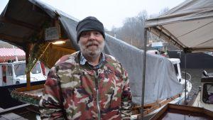 Fiskaren Leif Johansson deltar varje år på strömmingsmarknaden.