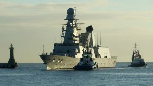 Italienska stridsfartyg deltar i övningen