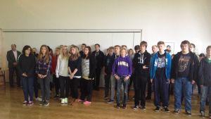 Elever sjunger modersmålets sång