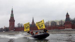Ryska aktivister kräver att gripna kollegor friges