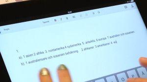 Skrivning på lärplatta i Pojo Raseborg
