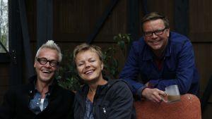 Jim, Johan och Susanna i växthuset.