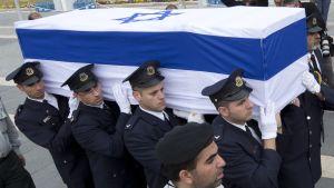 Ariel Sharons kista bärs fram i Jerusalem