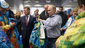 Putin provar OS-kläder tidigare i januari