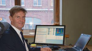 Lars Lönnblad på Ålandsbanken i Vasa.