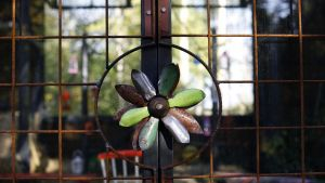 Dekorativa låsmekanismer  på växthuset