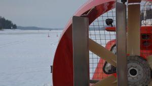 Svävare på isen