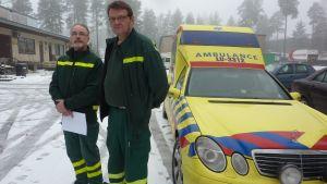 Roger Rehnström och Dennis Beilinson från Ekenäs sjuktransport.