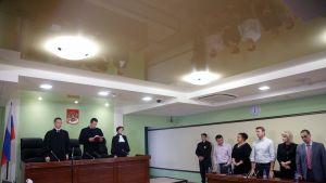 Domaren läser upp den fällande domen mot oppositionsaktivisten Aleksej Navalnyj i Kirov den 16 oktober 2013.