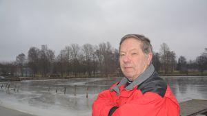 Risto Lindgren bor nära Södra viken i Ekenäs.