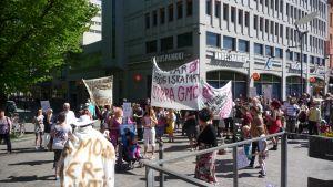 Demonstration mot genmanipulerad mat i Vasa.
