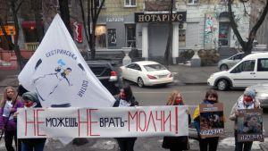Demonstration vid en tv-station i Dnipropetrovsk i Ukraina