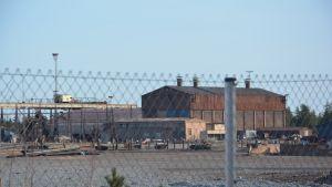 Folktomt på FN-steels gamla fabriksområde i Lappvik.