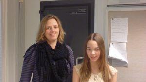 Monica Mattbäck och Emelie Myrskog från Borgaregatans skola