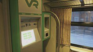 Biljettautomat som ersätter konduktören på rälsbussen