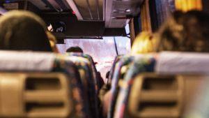 Människor i buss