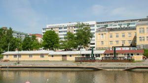 Fiskhallen nere vid Fiskarstranden i Vasa.