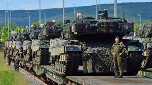 En stridvagnsbataljon förflyttas i Tyskland.