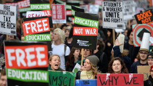 Studenter i London kräver gratis universitetsstudier.