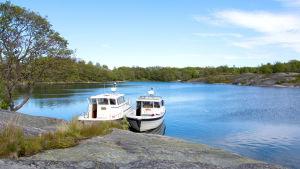 Byviken är en populär naturhamn.