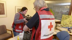Finlands röda korsarbetare vid flyktingförläggningen i Kyrkslätt.