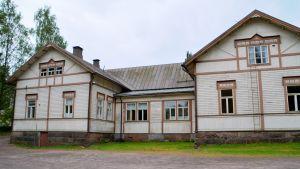 skolhus i trä