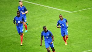 Paul Pogba jublar efter sitt mål mot Island i EM-kvartsfinalen.
