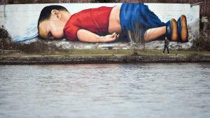 Seinämaalaus Alan Kurdista Frankfurtissa.