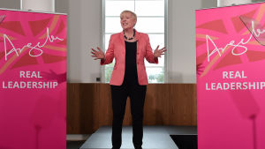 Labourpolitikern Angela Eagle lanserar sin kampanj för att bli partiets nästa ledare.