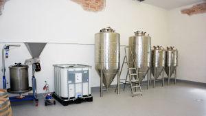 Utrustning i ett ciderbryggeri.