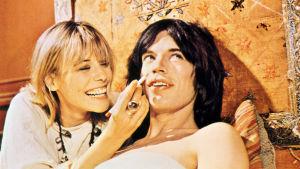 Anita Pallenberg ja Mick Jagger elokuvassa Performance